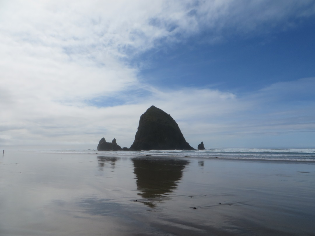 going to see the Oregon Coast is what you should add into your itinerary for visiting Oregon